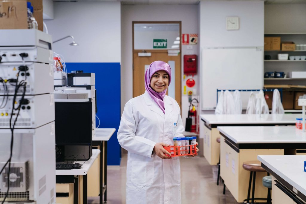 Refugee stories - Ghofran working in science lab